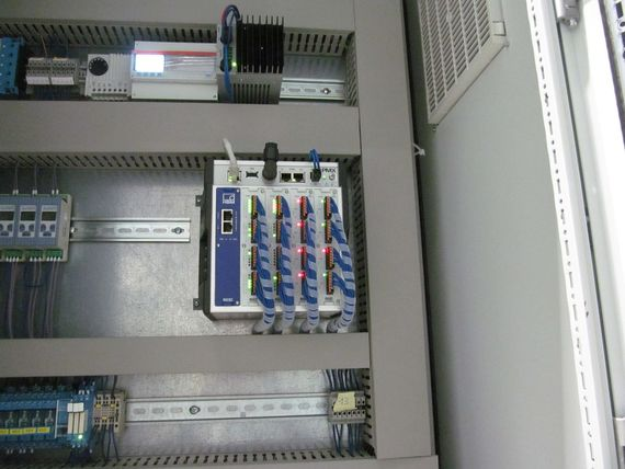 Sistema de medición y control PMX instalado en el armario de control del banco de pruebas