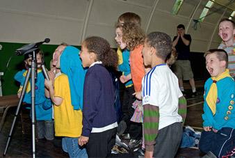 ¿Sabías que el grito de los niños puede provocar más ruido que un jet?